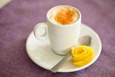 Kawa miodowa z chilli Latte Macchiato, Hot Chocolate, Tea Cups, Lunch, Coffee, Tableware, Recipes, Food, Kaffee