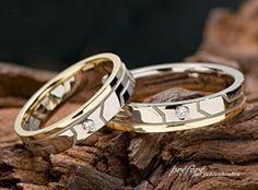 K18&プラチナのコンビで結婚指輪は、イニシャルを入れオーダーで出来上がりました。