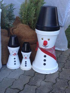 Kleine Schneemänner aus Tontöpfe selbst gemacht