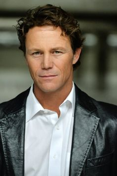 Brian Krause plays Leo on CHARMED