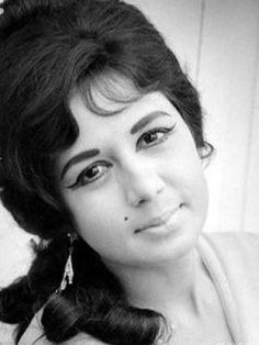 Nanda was an Indian film actress who appeared in Hindi and Marathi films. Indian Film Actress, Old Actress, Actress Photos, Indian Actresses, Actors & Actresses, Bollywood Cinema, Bollywood Stars, Bollywood Actress, Indian Celebrities