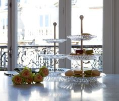 MILLE NUITS PASTRY 3 LEVELS. Decorative crystal plates and varnished silver plated metal stand