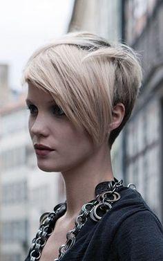 Neuer Haarschnitt fällig? Versuch es mit einem Haarschnitt mit längerem Pony! - Neue Frisur