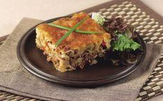 Recetas tradicionales forman este pastel mediterráneo de carne en unico Spanakopita, Lasagna, Ethnic Recipes, Food, Gastronomia, Pastries, Peruvian Recipes, Peruvian Cuisine, Tasty