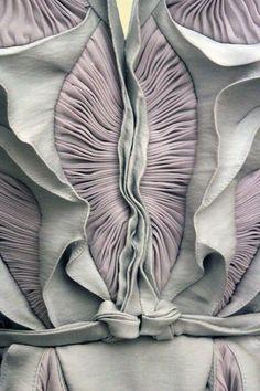 Yiging Yin, F/W, Haute Couture, 2012. ~via notordinaryfashion ~via dilek-hanif