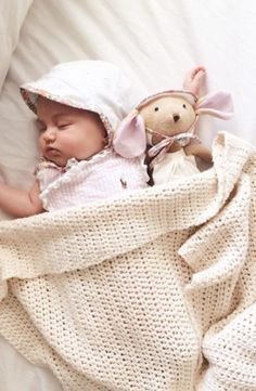Description Bonnets are making a comeback. This Briar Brimmed Bonnet was produced with 100% pima cotton lining exclusively for Noble Carriage. Keep baby's sensitive face, head and ears out of the sun