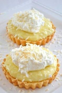 It& like coconut cream pie only mini! It& like coconut cream pie only mini! Coconut Desserts, Brownie Desserts, Coconut Recipes, Tart Recipes, Easy Desserts, Sweet Recipes, Baking Recipes, Coconut Tart, Simple Recipes