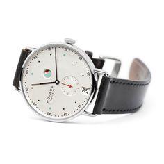 Metro Datum Gangreserve Saphirglasboden | Wunderschöne NOMOS Uhren online kaufen. Direkt aus Glashütte.