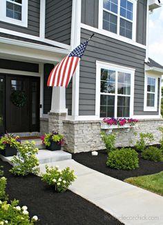 Grey Exterior, Modern Exterior, Exterior Design, Gray Exterior Houses, Grey Siding House, Gray Siding, White Siding, Exterior Paint Colors For House, Paint Colors For Home
