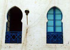 Moroccan windows Moroccan Bedroom, Moroccan Decor, Moroccan Style, Indian Interior Design, Moroccan Garden, Bedroom Themes, Bedroom Ideas, Indian Interiors, Door Gate