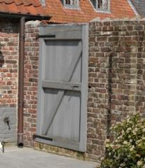 Hout - poorten - Ramen, Deuren, Luiken en Poorten - Ramen Lanssens Porch Entry, Gallery Frames, Rattan Basket, Natural Texture, Home Look, Wooden Signs, Tall Cabinet Storage, Picture Frames, Shed