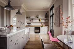 100 Beautiful Kitchens To Inspire Your Kitchen Makeover Cozy Kitchen, Kitchen Decor, Kitchen Styling, Kitchen Ideas, Küchen Design, House Design, Best Kitchen Designs, Transitional Decor, Beautiful Kitchens