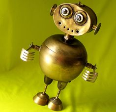 MOON CHILD - Jewelry Box Robot    Robot by Will Wagenaar