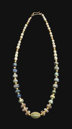 ROMAN GLASS BEAD NECKLACE CIRCA 1ST-2ND CENTURY A.D.
