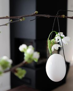 Easter break in only two weeks 👏🏻🐣🌱🥚 Are you ready? I am bringing the office up to the mountains for sure! Crosscountry skiing hopefully!!! 👌🏻☀️ Do you have Easter plans? . . #easter #decoration #påske #påskepynt #easteregg #klosterklokker #snowdrops