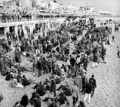 Mods and Rockers - Brighton - The Mods and Rockers bank holiday riots in Brighton. A large crowd of mods gathered near the Palace Pier. Maybe it was one of the times I went to Brighton? Brighton East Sussex, Brighton Rock, Brighton And Hove, Brighton Sea, Mod Girl, Teddy Boys, Youth Culture, Uk Culture, England Fashion