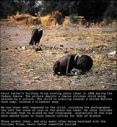 In South African photojournalist Kevin Carter won the Pulitzer prize for his disturbing photograph of a Sudanese child being stalked by a vulture (left). That same year, Kevin Carter committed suicide. Kevin Carter, Famous Photos, Iconic Photos, Epic Photos, Moving Photos, Creepy Photos, Rare Photos, We Are The World, Change The World