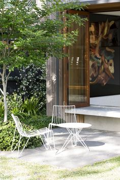 Denney House is a renovation and extension project completed by Sam Crawford Architects, a design practice based in Sydney, NSW. Terrace Garden Design, Backyard Patio Designs, Contemporary Garden Design, Landscape Design, Porches, Outdoor Spaces, Outdoor Living, Cozy Patio, Minimal Home