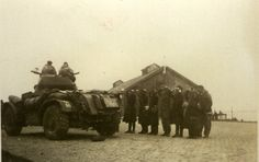 Zoltkamp - De bevrijders trekken Zoutkamp binnen.