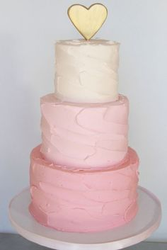 gold party: a pink ombre cake with a gold cake decoration. The heart shape gives it a nice romantic touch! Gorgeous Cakes, Pretty Cakes, Cute Cakes, Amazing Cakes, Buttercream Decorating, Cake Decorating, Buttercream Cake, Pyjamas Party, Pink Ombre Cake