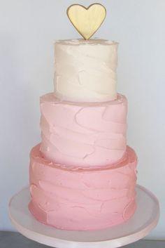 Bolo mais lindo em degradê rosa com topo fofo de coração dourado  | Rosa e dourado | Blush & Dourado