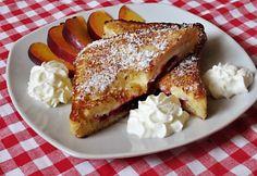 14 brutálisan jó melegszendvics, ami kitölti a hétvégéd | nosalty.hu French Toast, Muffin, Breakfast, Food, Powdered Sugar, Marmalade, Sandwich Loaf, Maple Syrup, Fresh Fruit