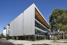 Monash University Science Technology Research and Innovation Precinct Stage 2 (Biomedical Sciences Buildings) / DesignInc