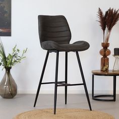 Looking for a real eyecatcher in your interior? Then the Morris bar stool might be something for you! The Morris bar stool is tough, practical and has a great seating comfort. Retro Bar Stools, Retro Dining Chairs, Industrial Dining Chairs, Modern Bar Stools, Island Stools, Stools For Kitchen Island, Kitchen Room Design, Home Decor Kitchen, Kitchen Stools With Back