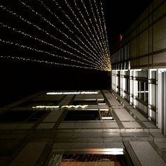 Instagram【shogo.next】さんの写真をピンしています。 《Kyoto - PM 8:00  looked up at the lights of Hotel Okura Kyoto. (Yesterday, 2℃, snow night)  hope you will get some rest once you get home.  ホテル・オークラ京都のキラキラ 氷点下の京都底冷え本格派。  #hotel #hotelokura #kyotohotel  #京都ホテルオークラ #lights  #Kyoto  #japan #nippon #traveljapan  #snow  #night #nightview #イルミネーション  #空 #ホテル #夜景》