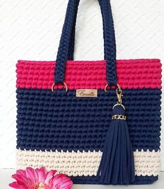 Who Else Finds Them Beautiful And What Bags Sewingbagsfree - Diy Crafts Crotchet Bags, Crochet Tote, Crochet Shoes, Crochet Handbags, Crochet Purses, Knitted Bags, Crochet Bag Tutorials, Diy Crafts Crochet, Bag Patterns To Sew