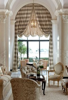 There is something about arched windows that gets me inspired. Check out these arched windows y design options and learn what works, and what doesn't. Design Living Room, Living Spaces, Living Rooms, Family Rooms, Arched Window Treatments, Treatment Rooms, Home Luxury, Interior Decorating, Interior Design