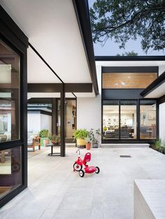 three-courts residence — A Parallel Architecture. House Design, House, Home, Houses In Austin, Modern House, House Exterior, Limestone Patio, Modern Interior Design, Patio Tiles