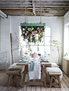 How to prepare your dining room for a gathering Dining Nook, Dining Table Chairs, Tabletop, Home Office, Christmas Dining Table, Dining Room Paint, Timber Table, Country Dining Rooms, Garden Table
