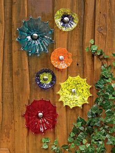 garden flower art blue glass plate flower garden yard art garden decor suncatcher recycled. Black Bedroom Furniture Sets. Home Design Ideas