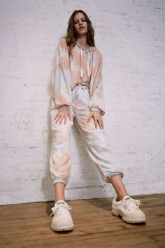 Out From Under Jenny Tie-Dye Cropped Hoodie Sweatshirt Indie Outfits, Grunge Outfits, Casual Outfits, Fashion Outfits, Vintage Outfits, Tie Dye Fashion, Bleach Tie Dye, Tie Dye Outfits, Pullover Designs