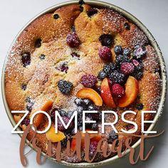 Deze zomerse fruittaart is gewoon echt superlekker. En gezond, soort van… Maak 'm nu zelf! Met bramen, frambozen en blauwe bessen.