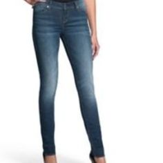Rock & Republic jeans Lightly distressed. Gently used. Jeans Only! Inseam is 31 Rock & Republic Jeans Skinny