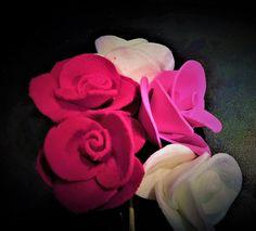 Joanna Wajdenfeld ozdoby DiY, kwiatki z płatków kosmetycznych, łatwe do wykonania nawet z maluchami, na prezent, dla mamy, na dzień kobiet, http://pomyslyplastyczne.blogspot.com