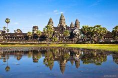 Angkor Wat, Camboja  Criado no século 12, na cidade de Siem Reap, para enaltecer o Deus hindu Vishnu, o templo é o maior e mais bem preservado monumento religioso de Angkor
