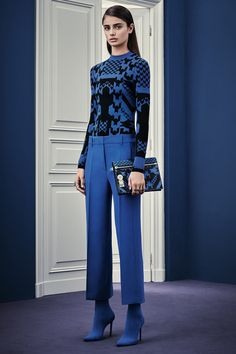 See the complete Versace Pre-Fall 2015 collection.