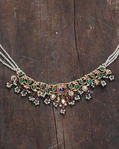 Jewelry Design Earrings, Bead Jewellery, Necklace Designs, Beaded Jewelry, Gold Jewelry, Gold Necklace, Saree Jewellery, Jewellery Designs, Simple Necklace