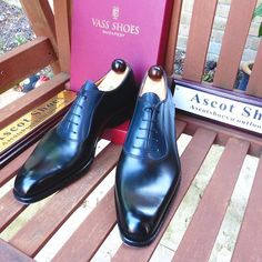 Can you spot the blue calf? I Ascot Shoes is a British based shop specialising in hand made Vass Shoes.  Email Sammy for advice on Sizing, Fitting & Made To Order Prices. 📩 Ascotshoes.com 📩 📲 Whatsapp: +447970164988 📲 Vass MTO Prices from USD $695 ------------------------------------------ #sartorial #menswear #shoegazing #shoeporn #killerheels #mensfashionreview #museumcalf #ascotshoes #classicshoes #cigarporn #englishshoes #mensfashion #rollsroyce #dandy #watchporn #bespoke #dapper…