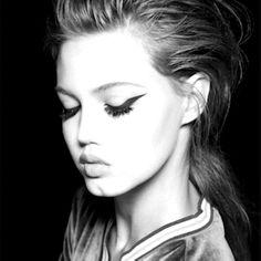 Lindsey Wixson in Self Service Magazine batwing eyeliner Beauty Art, Beauty Make Up, Hair Beauty, Makeup Inspo, Makeup Tips, Hair Makeup, Portrait Inspiration, Makeup Inspiration, Lindsey Wixson
