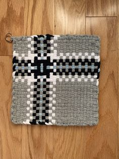 Potholder Loom, Potholder Patterns, Loom Patterns, Weaving Projects, Craft Projects, Fun Crafts, Arts And Crafts, Place Mats, Loom Weaving