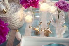 sitting in a tree - tablescape with gold reindeer salt and pepper shakers - LOVE Those salt and pepper shakers!