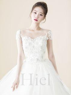 Hairdo Wedding, Pre Wedding Photoshoot, Wedding Make Up, Wedding Ideas, Asian Wedding Makeup, Bridal Dresses, Flower Girl Dresses, Wedding Photography Packages, Uzzlang Girl