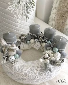 Stunning Christmas Sweater Wreath Advent Candles Decoration Ideas - Page 51 of 55 - Chic Hostess Christmas Advent Wreath, Cork Christmas Trees, Christmas Tabletop, Xmas Wreaths, Christmas Tablescapes, Christmas Table Decorations, Christmas Candles, Noel Christmas, Christmas Design