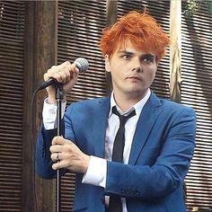 Gerard Way, August 2014. JUST LOOK AT HOW ADORABLE THIS GUY IS!!!!