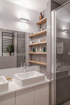 Salle de bain carrelée avec double vasque