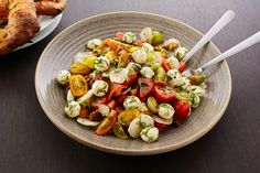 A classic Italian salad classic with a twist. Tomatoes, fresh mozzarella, walnuts and fresh tarragon